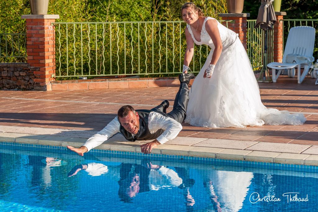 Le marié a failli prendre l'eau !